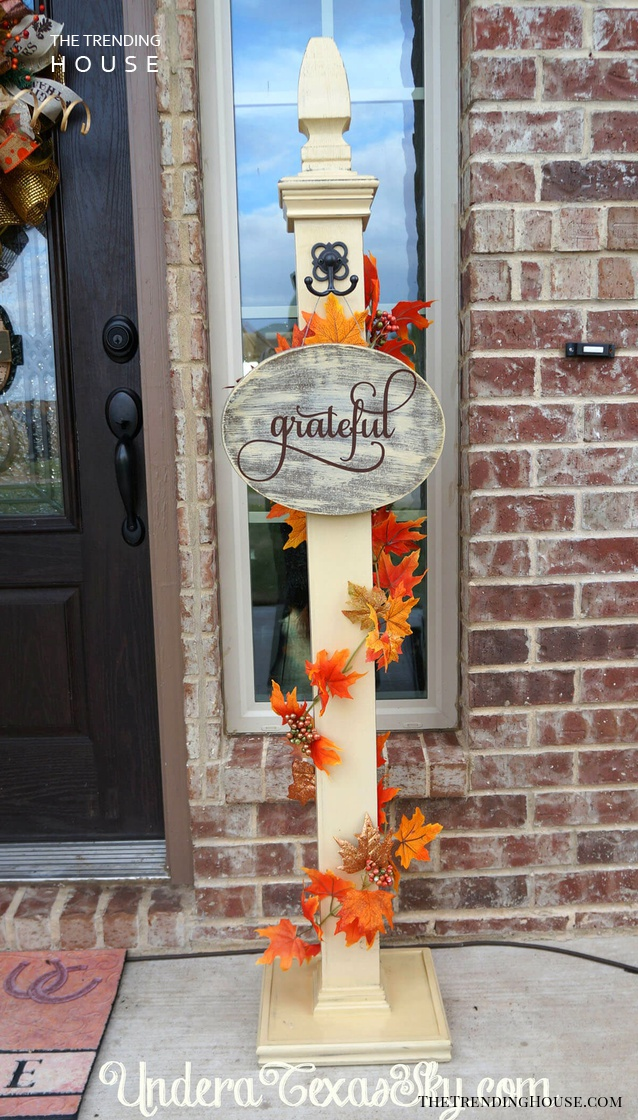Creative Front Porch Welcome Post Ideas for Fall