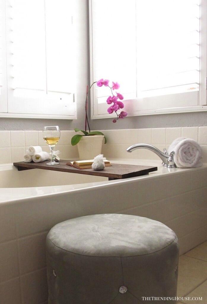Easy DIY Wood Bathtub Caddy