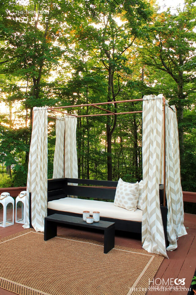 Exotic and Luxurious Canopy Bench