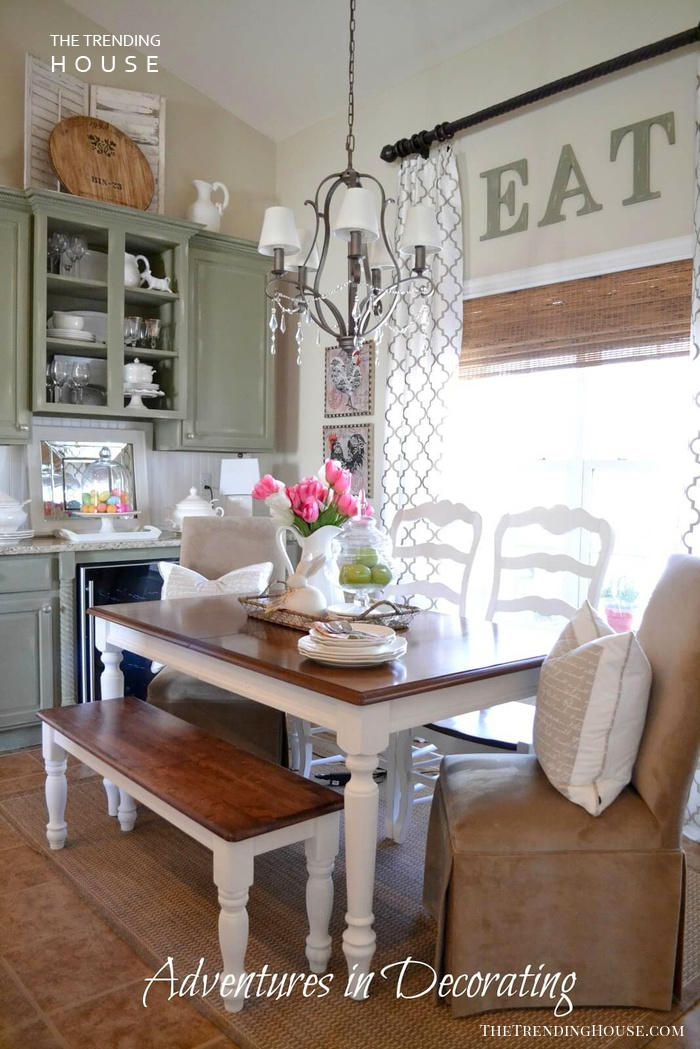Farmhouse Dining Room Design with a Simple Three-Color Scheme