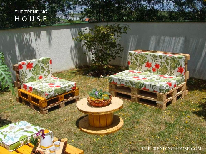 Floral Outdoor Pallet Furniture Ideas for Your Lawn
