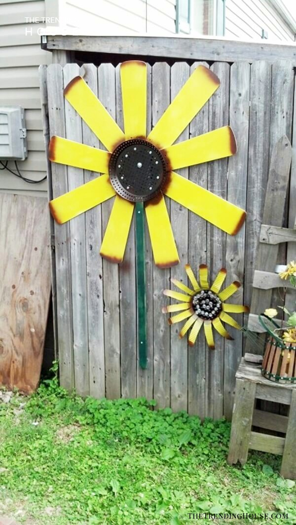Garden Fence Decoration Idea with Sunflowers