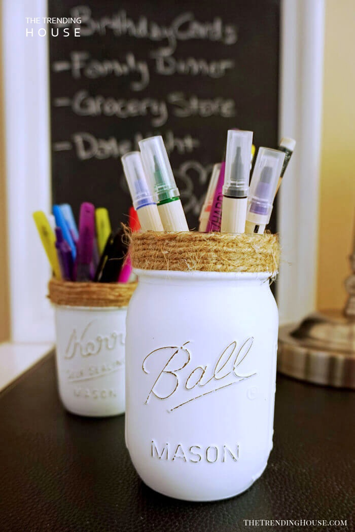 Mason Jars Keep Pens and Paints Contained