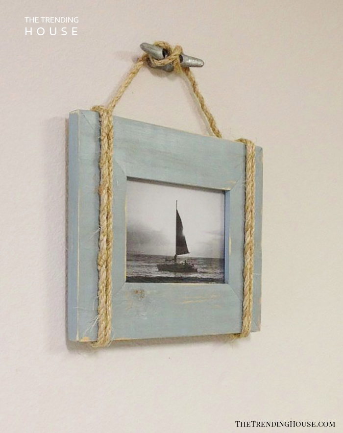 Old-School Photo Frame Gives Charm to your Bathroom