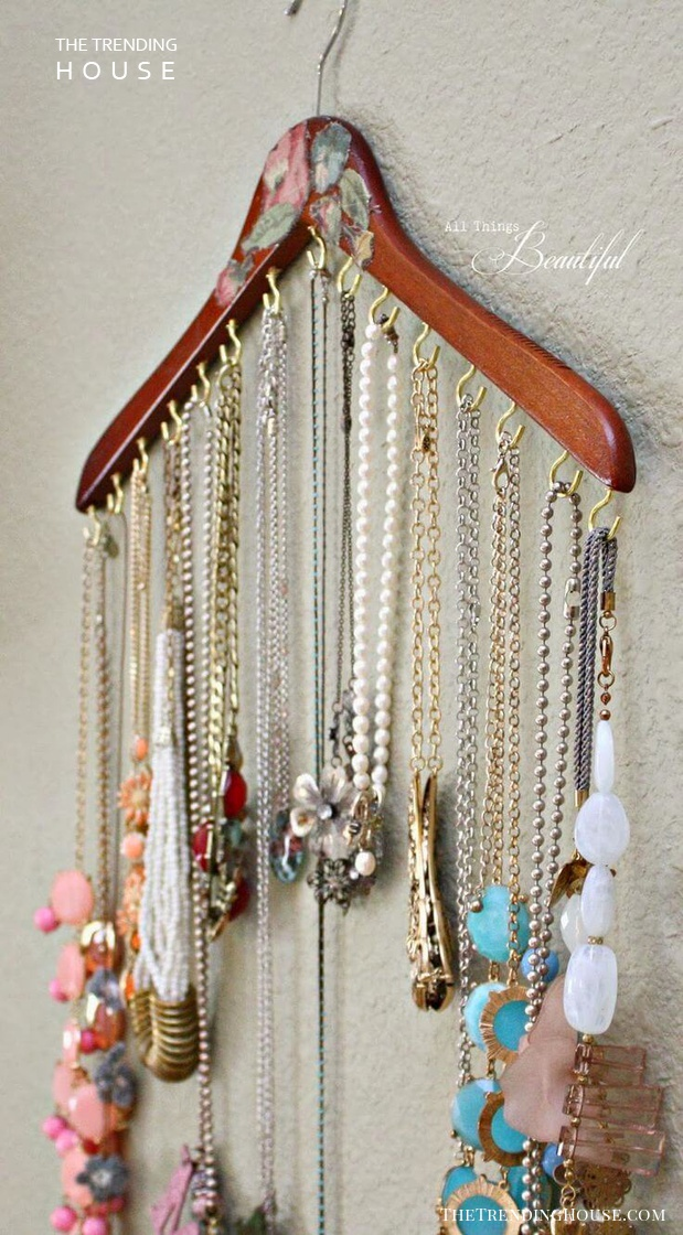 One Hanger, All Your Necklaces