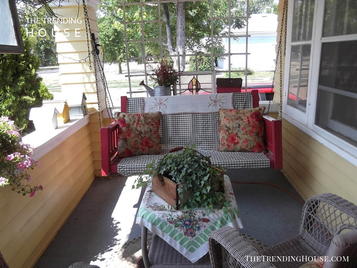 Quaint Southern Summer Porch Design with Swing