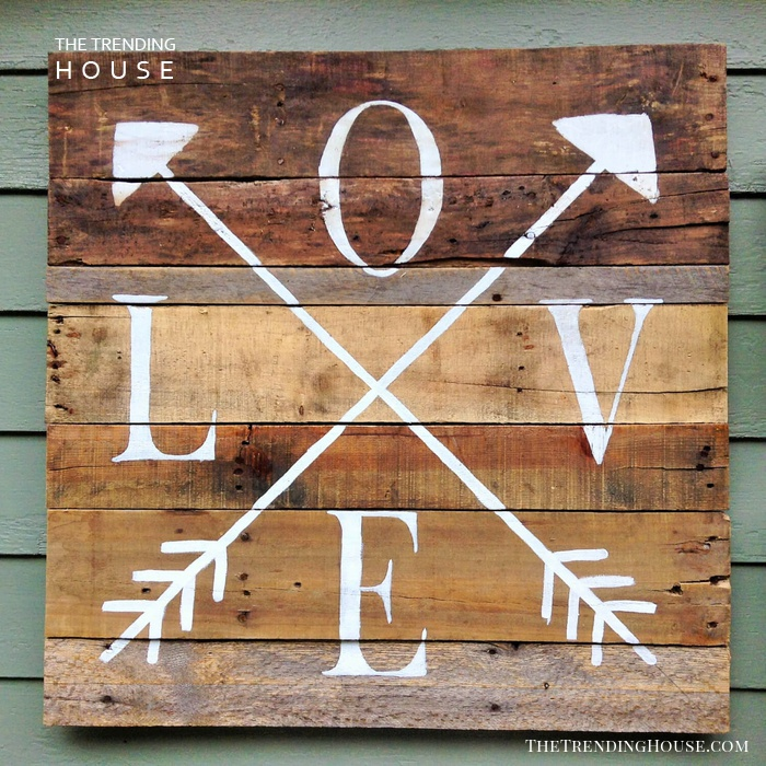 Romantic Crossed Arrows Wall Accent