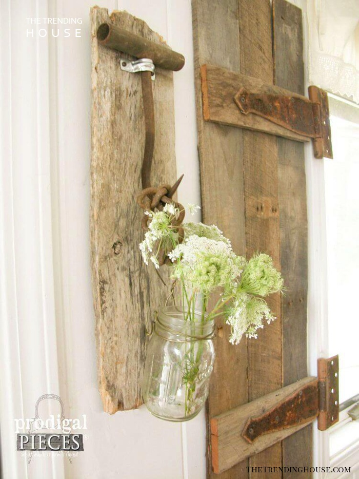 Rustic Weathered Wood Mason Jar Vase Idea