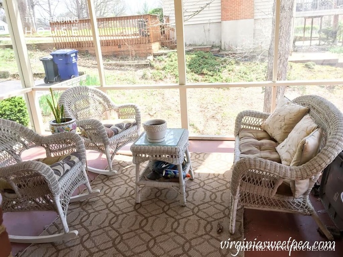 Simple Wicker Set for Long Chats