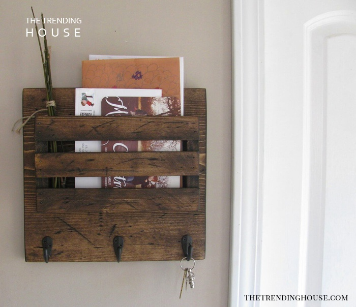 Space Saving Mail and Key Rack