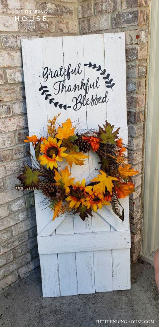 Thankful Autumnal Wreath and Sign