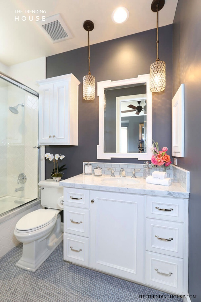 Uncluttered Color Scheme in Dark Gray and White