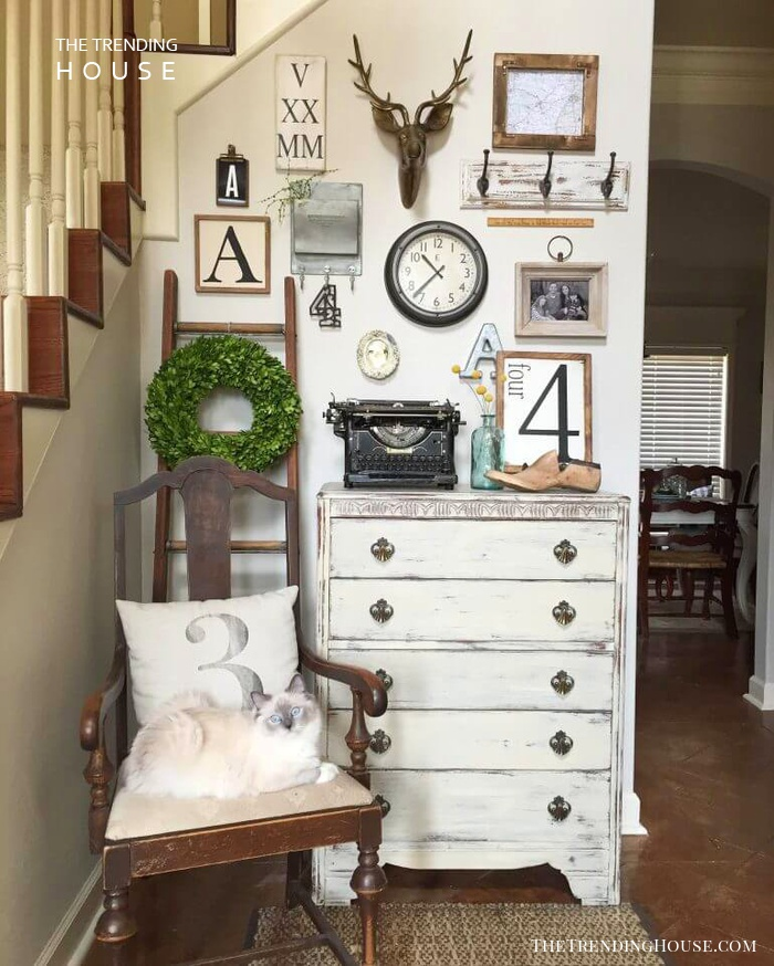 Vintage Pieces Create an Inviting Entryway